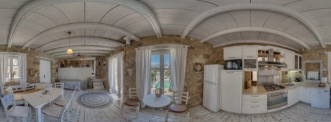 360° Photo, full equiped kitchen, livingroom, entry, and exit to  the lower housepart