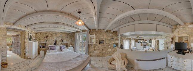 360° Photo,upper bedroom gallery, doubblebed,Terrace, bathroom with minoan bath tub