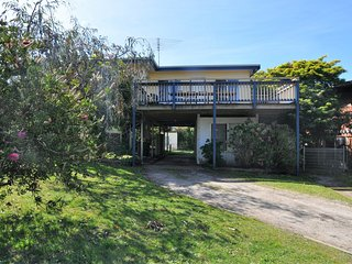 INVERLOCH BEACH HUT - CLOSE TO BEACH AND SHOPS!