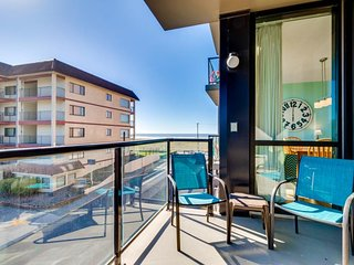 Family friendly condo w/ ocean views & shared pool, sauna access! Dogs welcome!