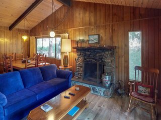 Cozy chalet near the lake w/ a full kitchen, wood stove, deck, & free WiFi