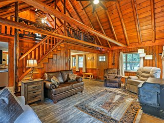 NEW! Logan Cabin w/ Deck & Pond by Hocking Hills!