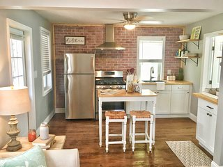 The Colada Cottage in Historic Lake Worth Beach | Pet Friendly | Close to Beach
