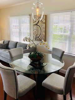 Dining for 4 plus 4 bar stools at the kitchen counter
