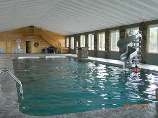 INDOOR POOL! HEAVENLY VIEW! HOT TUB, FIREPLACE, FIRE PIT! Chatt TN 20 MILES