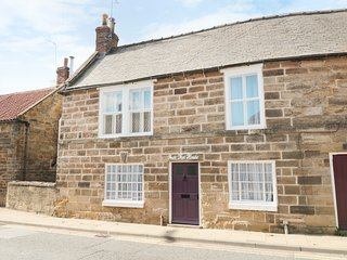 PEAR TREE COTTAGE, woodburner, dog-friendly, Ruswarp