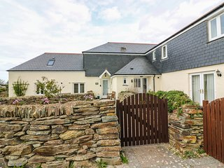 SORREL COTTAGE, dog friendly, Padstow