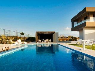 Villa Andrae/Luxury, seaview, hot tub, gym, near the beach