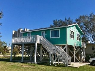 Seas the Day: pet friendly home located near the Little Lagoon