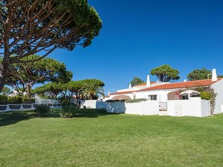 Vale do Lobo Villa Sleeps 4 with Pool Air Con and WiFi - 5480229