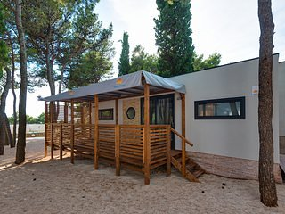 Modern, comfortable, fully equipped sleeps 7