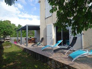 Villa Spacieuse-Tennis-Piscine partagée-Bord de Mer-Jardin-Wifi