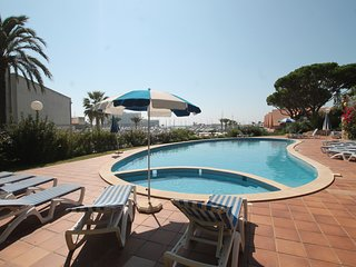 Large Vilamoura Marina 2 +1 bedroom apartment sleeps up to 8