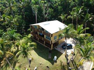 Casa Grade -5 units a minute walk to Sandy Beach &private pool