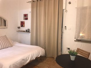 Beautiful Studio! - Center of Town in Jerusalem! Close to Western Wall and Shuk!