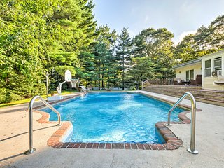Hamptons Home w/Solar-Heated Pool-Walk to Beach!