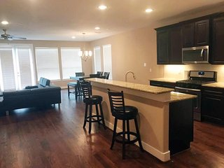 Downtown Houston Heights Rice Military - Brand New Fully Furnished Townhome