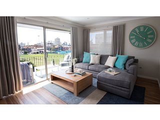 Sunny unit with unique park view steps from beach