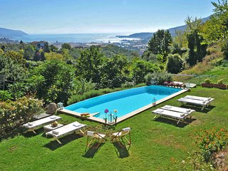 VILLA AMBROSIA 8PAX Pool, free WiFi, BBQ, sea view, near to Beaches & 5 Terre