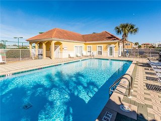 VIEW-PRIVATE BEACH-Updated-Newer comfortable beds-Conveniently located-Pool