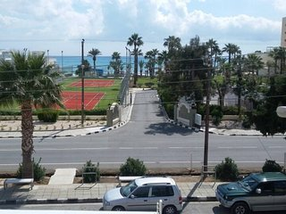 2 bedroom seaview flat 50 meters to the beach.