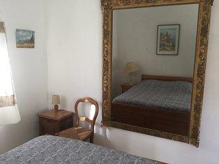 Chambre dans les Alpilles et sa cuisine exterieure