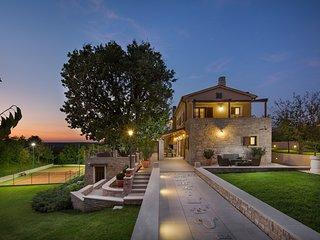 Villa Vlastelini - holiday house, pool and tennis