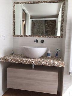 bagno con box doccia XL