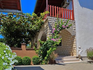 Comfortable and spacious apartment Bibinje, Zadar (A-16155-a)