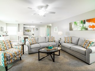 2BR / 2BA   Pool Side Condo   Enjoy the Privacy of this Newly Furnished Condo