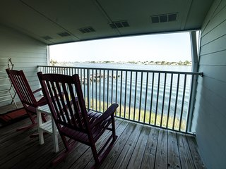 2nd Floor 2br/2ba Waterfront with Stunning Balcony Views | Winter Rates