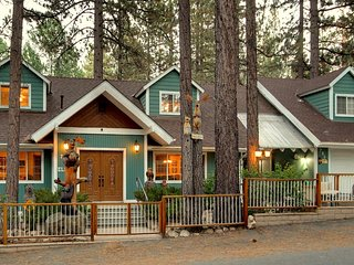 Charming Mountain Home - 1 Mile from Bear Mountain and Snow Summit Resorts!