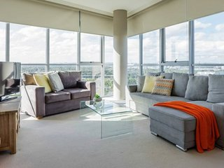 Australia Towers 9.01 // 1 Bed Bright and Spacious Apartment with Views!