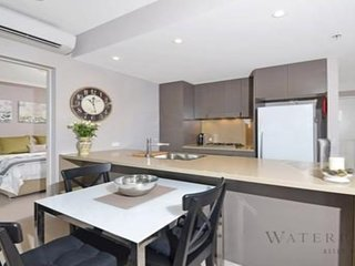 2 bedrooms - Unit 513 * 7 Australia Towers