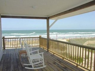 Location, Location!  Steps Away From Ocean And Johnnie Mercers Pier!