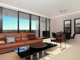 Australia Towers 9.03 // 3 Bed 2 Bath Apartment, Modern and Stylish