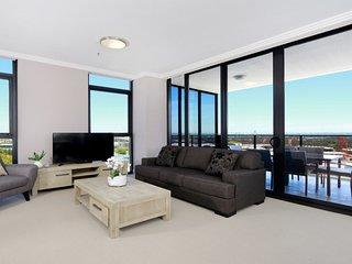 Australia Towers // 3 Bed 2 Bath Spacious and Modern Apartment, Olympic Park Vie