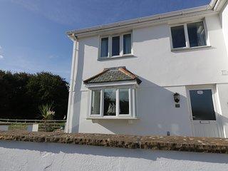 8 HARLYN MEWS, open-plan living and en-suite, Harlyn Bay
