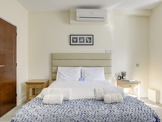 Cosy West Cromwell Apartment - YRH