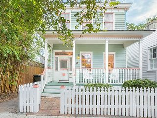 Stay Local in Savannah: Two-Level Cottage with Private Veranda, Easy Parking!