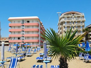 Lido di Jesolo Apartment Sleeps 5 with Pool - 5641503