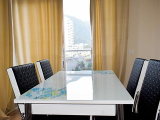 D6: Spacious 2 bedroom, mountain view, free wifi & parking, separate kitchen