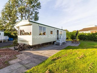 8 berth caravan with decking near leisure amenities. *Pets allowed. REF 33009