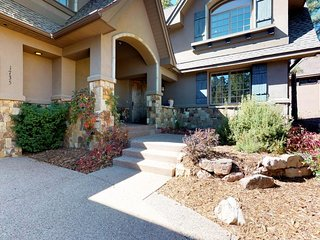NEW LISTING! Elegant  Flagstaff home w/outdoor grill & firepit - near downtown!