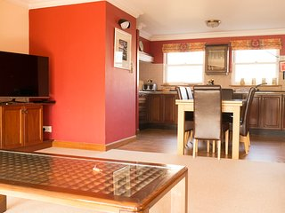 No 8 Kingseat, 2 Bedroom Apartment, Sleeps 6, With Leisure Facilities & Pool