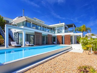 4 bedroom Villa in Vale do Lobo, Faro, Portugal : ref 5651871