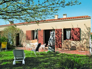 2 bedroom Villa in Dolus-d'Oleron, Nouvelle-Aquitaine, France : ref 5436486