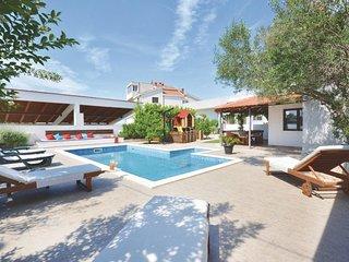 5 bedroom Villa in Okrug Gornji, Splitsko-Dalmatinska Zupanija, Croatia : ref 55