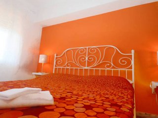 DoYoubnb - Orange 'positive hope' Room in lively Pigneto neighbourhood