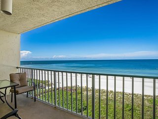 WOW...fabalous Gulf views of the beach and sunset!  Nice updated unit with casua
